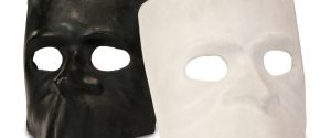 The Baùta: the only unisex mask, symbol of the Carnival of Venice